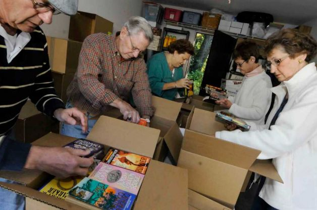 Volunteers Pack Books